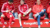 KAISERSLAUTERN, GERMANY - MAY 27: Robert Lewandowski of FC Bayern Muenchen, Franck Ribery of FC Bayern Muenchen and Arjen Robben of FC Bayern Muenchen sit on the substitution bench during the friendly match between 1. FC Kaiserslautern and FC Bayern Muenchen at Fritz-Walter-Stadion on May 27, 2019 in Kaiserslautern, Germany. (Photo by Christian Kaspar-Bartke/Bongarts/Getty Images)