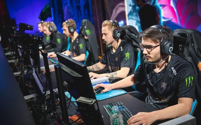Fnatic besiegt im ersten Match die Konkurrenz aus den Staaten 100 Thieves mühelos