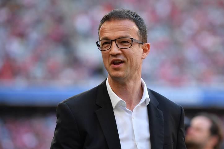 Einen sehr arbeitsreichen Sommer verbringt Sportvorstand Fredi Bobic bei Eintracht Frankfurt. Acht neue Spieler und einen neuen Cheftrainer hat er geholt, dafür ließ er seinen alten Coach und sieben Profis ziehen