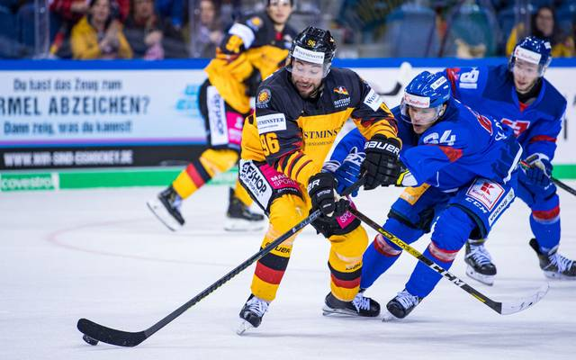 KREFELD, GERMANY - NOVEMBER 10: Andreas Eder (L) of Germany battles for possession with Patrik Koch (R) of Slovakia during the Deutschland Cup 2019 match between Germany and Slovakia at Yayla Arena on November 10, 2019 in Krefeld, Germany. (Photo by Lukas Schulze/Bongarts/Getty Images)