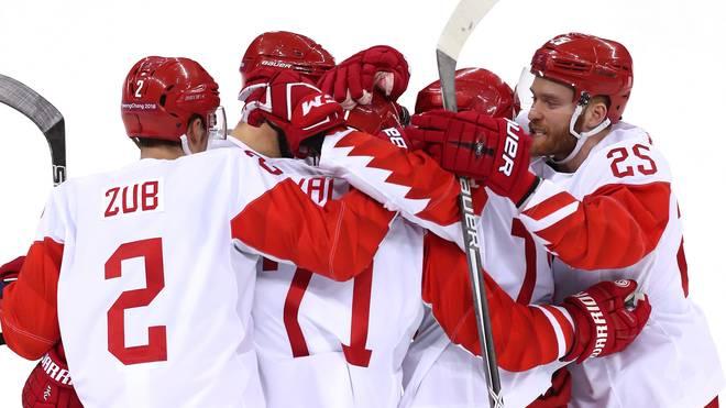 Das russische Team feiert seinen 3:0-Sieg gegen Tschechien im Halbfinale