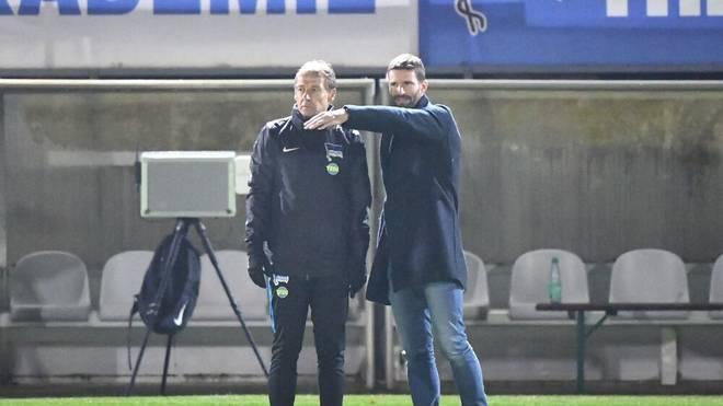 Arne Friedrich (r.) und Ex-Trainer Jürgen Klinsmann arbeiteten bei Hertha BSC kurzzeitig auch zusammen