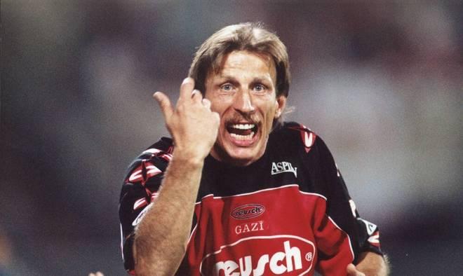 Trainer Christoph Daum ging bei Bayer Leverkusen mit viel Engagement zu Werke
