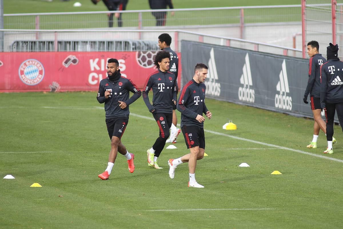 Vor dem DFB-Pokal-Hit bei Borussia Mönchengladbach beendet Eric Maxim Choupo-Moting das Training verfrüht, geht mit dem Mannschaftsarzt offenbar zu einer Untersuchung.