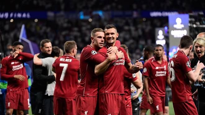 Jordan Henderson (vorne links) umarmt seinen guten Freund Dejan Lovren im Juni 2019 im Wanda Metropolitano Stadion in Madrid