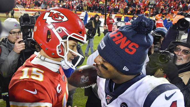 Patrick Mahomes (l.) und DeShaun Watson sind zwei der besten NFL-Quarterbacks