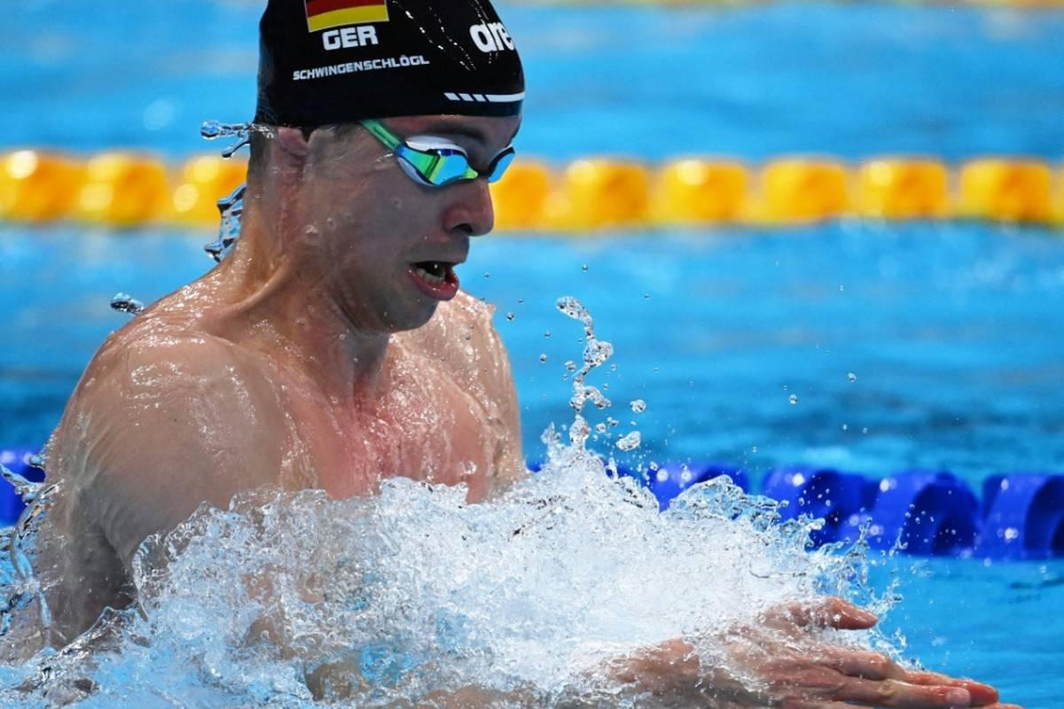 Brustschwimmer Fabian Schwingenschlögl hat beim Kurzbahn-Weltcup in Doha erneut den deutschen Rekord über 100 m verbessert.