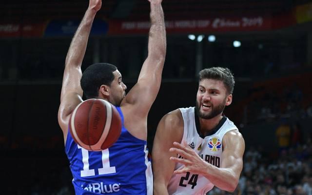 Basketball-Nationalspieler Maximilian Kleber (r.) ist geimpft