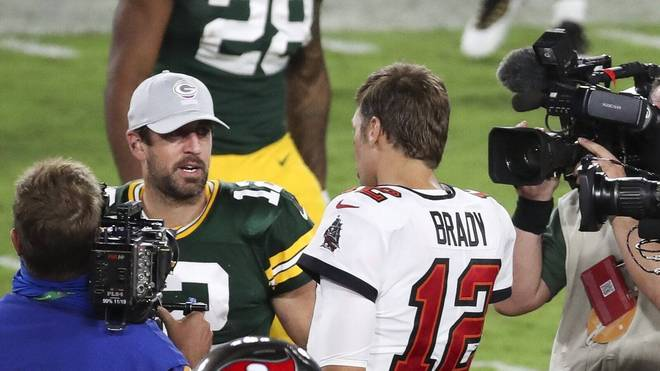 Aaron Rodgers (l.) wird Showmaster bei Jeopardy
