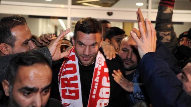 Lukas Podolski bei seiner Ankunft in der Türkei