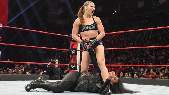 Vince McMahon änderte unter anderem den RAW-Hautpkampf mit Ronda Rousey (o.)
