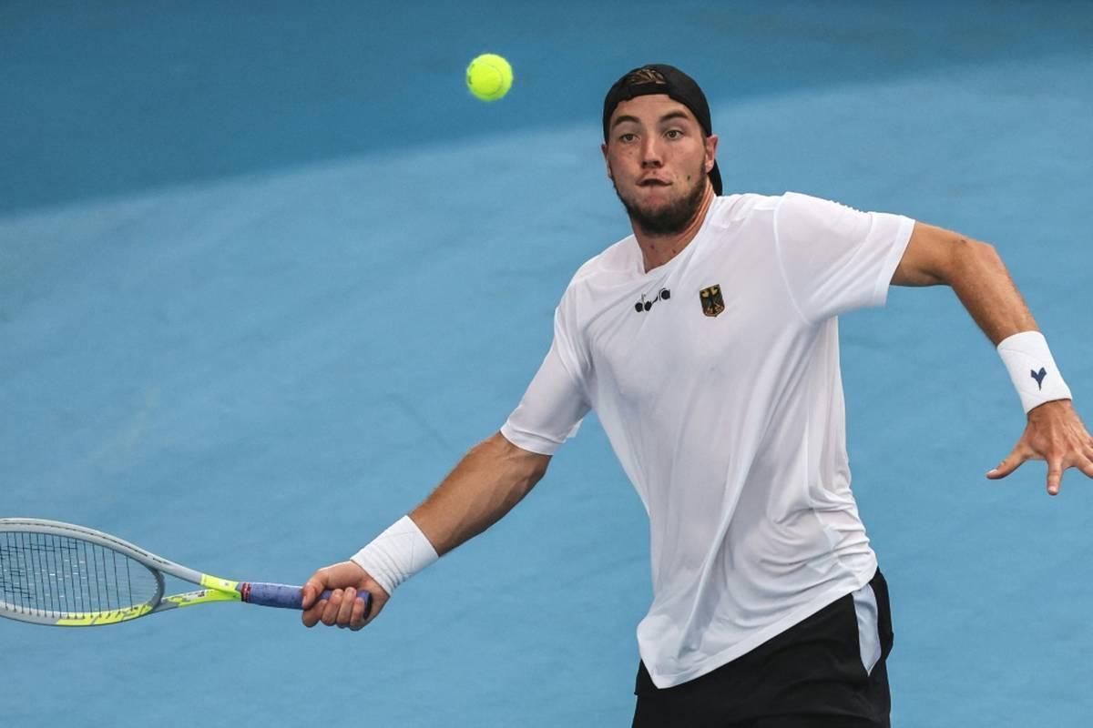 Tennisprofi Jan-Lennard Struff ist beim ATP-Turnier in St. Petersburg ins Achtelfinale eingezogen.