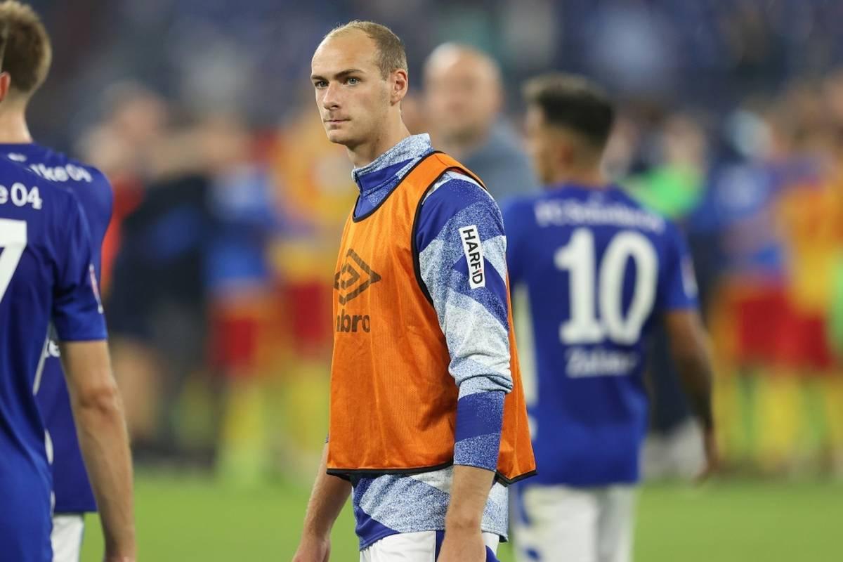 Bundesliga-Absteiger Schalke 04 gibt mit Henning Matriciani einem weiteren Spieler aus der eigenen U23 eine Bewährungschance. Der Abwehrspieler unterschreibt für drei Jahre.