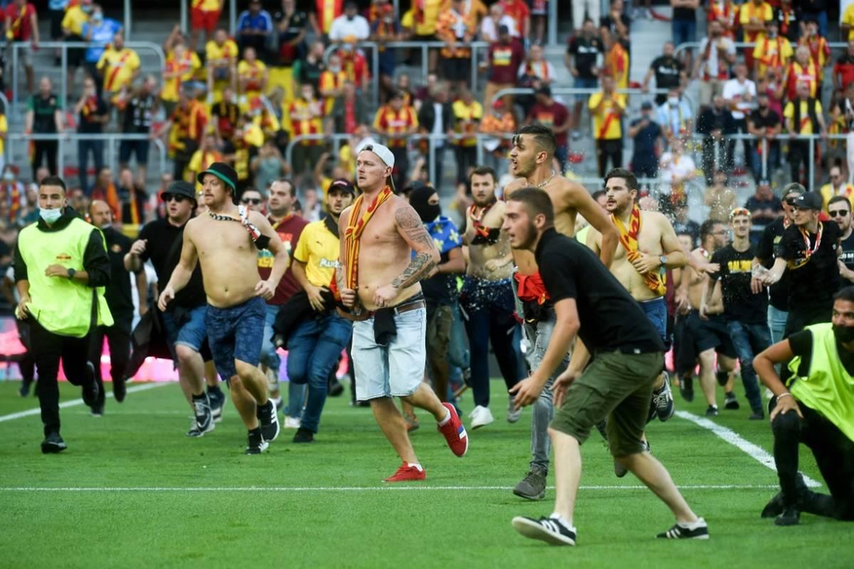Der Platzsturm seiner Fans hat für den RC Lens ein Nachspiel. Die nächsten beiden Heimspiele in der Ligue 1 muss der Klub vor einer Geisterkulisse austragen.