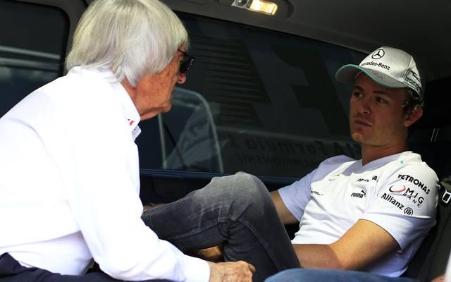 Nico Rosberg (r.) äußert deutliche Kritik an Formel1-Boss Bernie Ecclestone