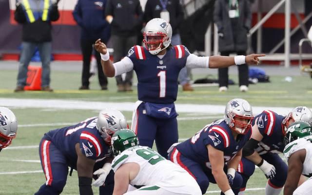 Cam Newton (1) hat bei den Patriots überraschend eine Vertragsverlängerung bekommen