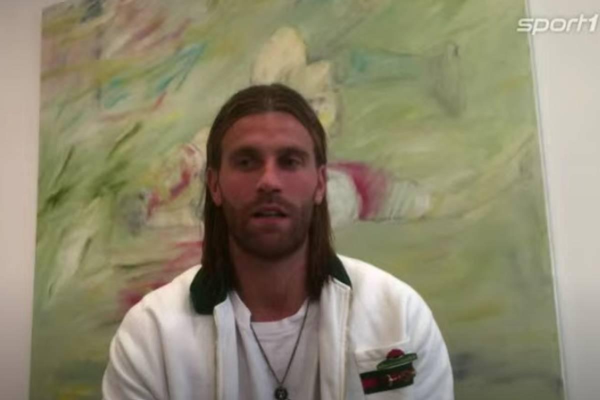 Lucas Höler gehört zu den Garanten des Freiburger Erfolges. Auf die Frage nach seinem Vertrag weicht der Stürmer bei SPORT1 aber aus.