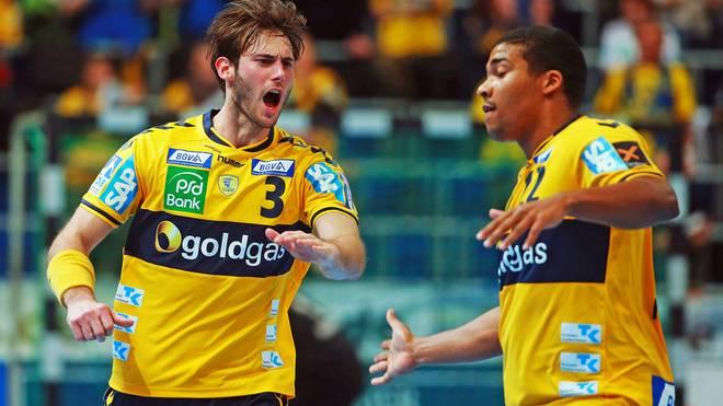 Löwen-Kapitän Uwe Gensheimer (l.) glaubt noch an das Weiterkommen gegen Pick Szeged