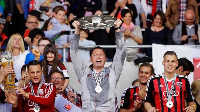 Ralph Hasenhüttl mit der Meisterschale der 2. Bundesliga