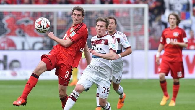 Rico Strieder (Mitte) absolvierte 2015 gegen Bayer Leverkusen sein einziges Bundesliga-Spiel für den FC Bayern