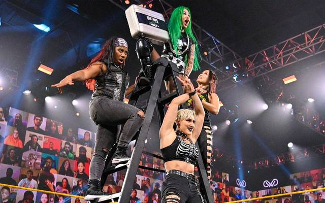 Io Shirai (r.) vollendet das Team von Shotzi Blackheart (oben) für die War Games von NXT
