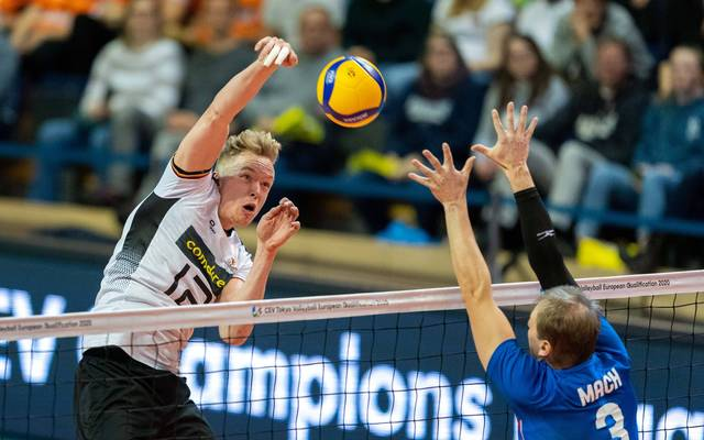 Nationalspieler Anton Brehme (l.) verstärkt ab 2020/21 die Berlin Recycling Volleys