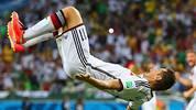 Im Gruppenspiel gegen Salto trifft Klose zum 2:2-Ausgleich und zieht mit seinem 15-WM-Tor mit Rekordschütze Ronaldo gleich. Anschließend zeigt er den letzten Salto seiner Nationalmannschaftskarriere