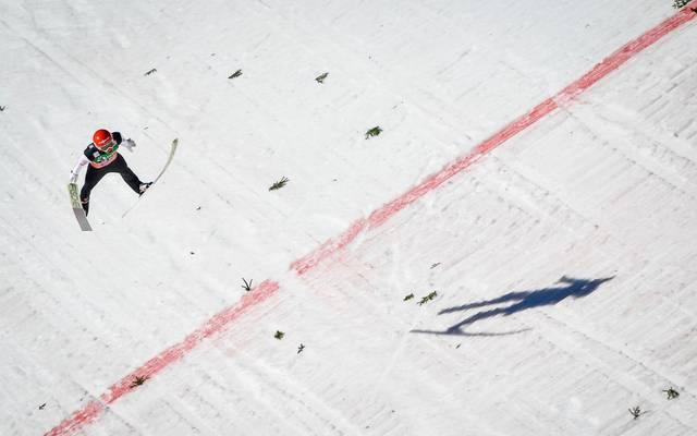 Markus Eisenbichler stürzt beim Quali-Springen in Kuusamo