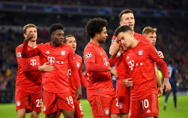 Philippe Coutinho wird von seinen Teamkollegen bejubelt
