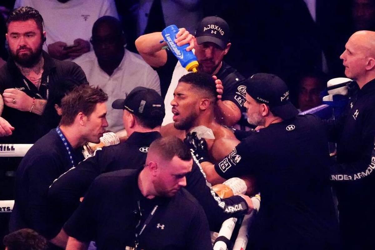 Machtwechsel im Schwergewichtsboxen: Weltmeister Anthony Joshua wird von Herausforderer Alexander Usyk boxerisch vorgeführt. Den Briten trifft die Niederlage hart.