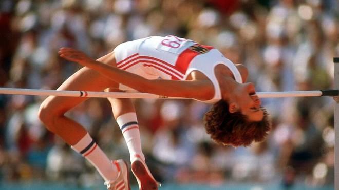 Ulrike Meyfarth bei ihrem Olympiasieg in Los Angeles 1984