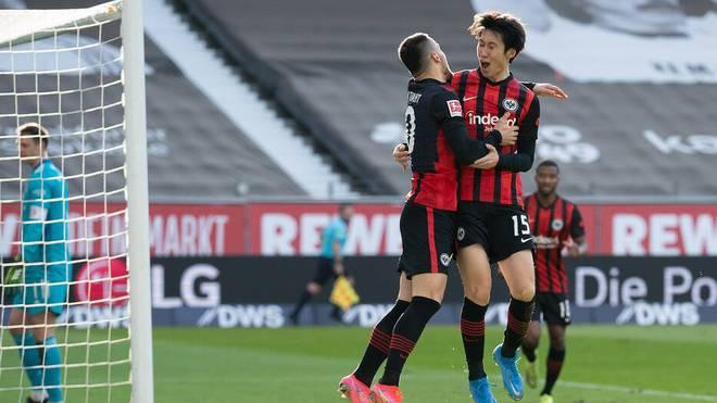 Filip Kostic (l.) und Daichi Kamada gewannen mit Eintracht Frankfurt auch gegen den FC Bayern