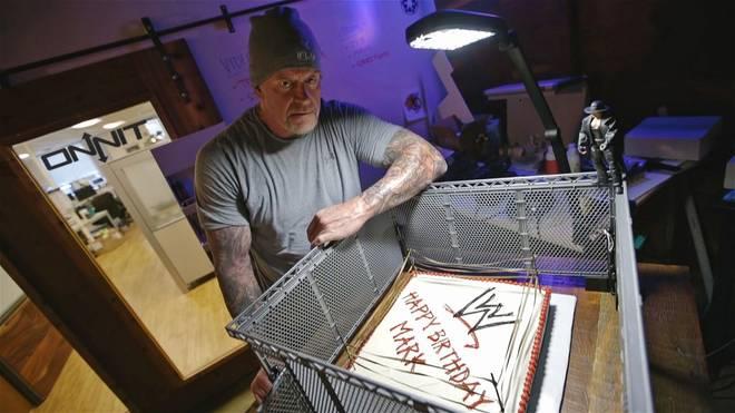 Der Undertaker bekam zum 51. Geburtstag eine besondere Torte