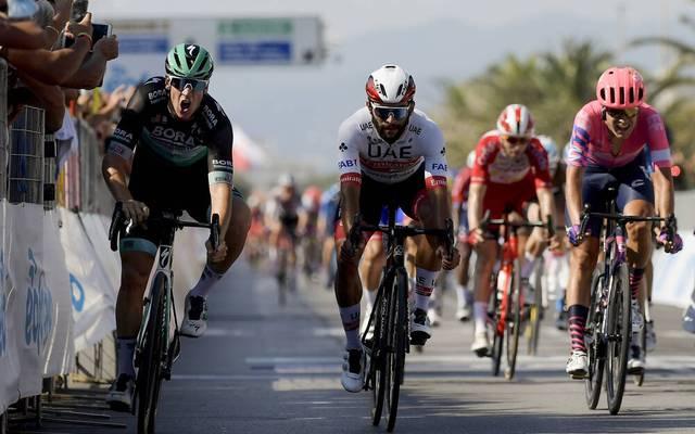 Pascal Ackermann (l.) sprintet zum Auftaktsieg beim Tirreno-Adriatico
