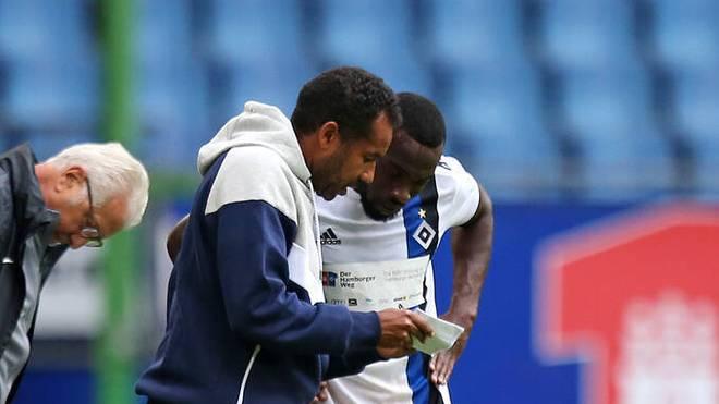 Coach Daniel Thioune (l.) setzt beim HSV auf Khaled Narey