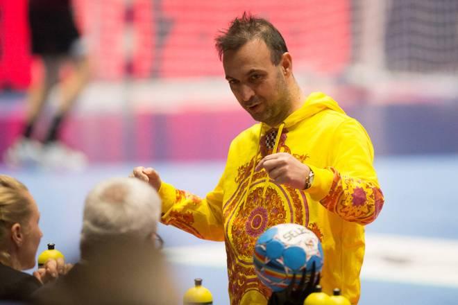 Gegen Lettland sorgte Hanning mit diesem Traum in Gelb von Versace für das nötige Glück