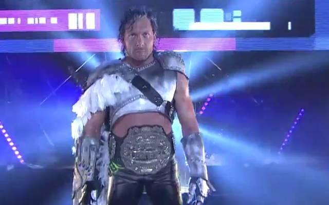 Spektakulärer Auftritt: Kenny Omega bei NJPW Wrestle Kingdom 13 in Tokio