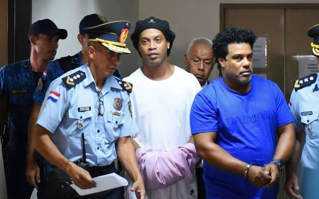 Ronaldinho (m.) sitzt derzeit in Paraguay in Untersuchungshaft