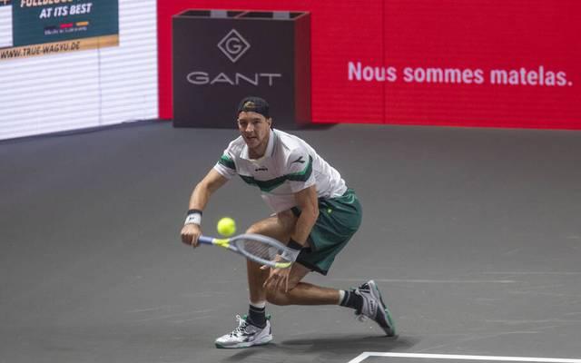 Deutschlands zweitbester Tennisprofi Jan-Lennard Struff ist beim ATP-Turnier in Köln schon in der ersten Runde gescheitert