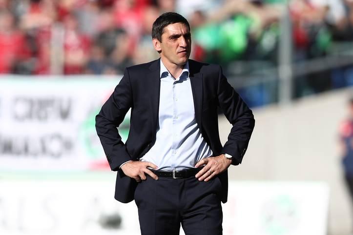Nach nur acht Monaten ist für Tayfun Korkut das Kapitel VfB Stuttgart schon wieder beendet. Nach furioser Rückrunde werden ihm ein schwacher Saisonstart und nur fünf Punkte nach sieben Spielen zum Verhängnis