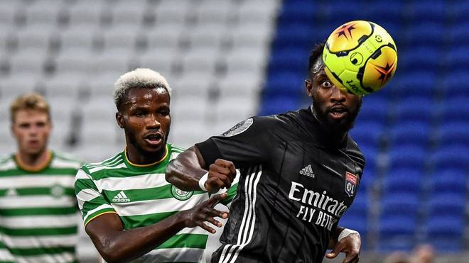 Boli Bolingoli (l.) informiert Celtic Glasgow nicht über seinen Spanien-Trip