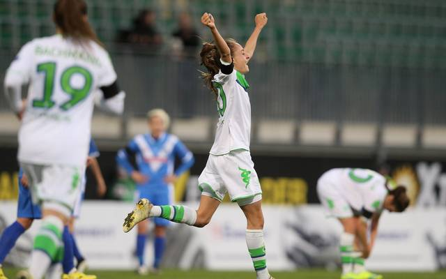 Tessa Wüllert vom Wolfsburg freut sich über einen Treffer ihres Teams