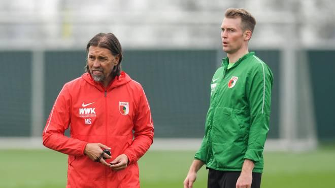 Jan-Ingwer Callsen-Bracker (r.) bekommt beim FC Augsburg eine neue Aufgabe