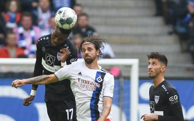 Der VfB Stuttgart muss längere Zeit auf Maxime Awoudja (l.) verzichten