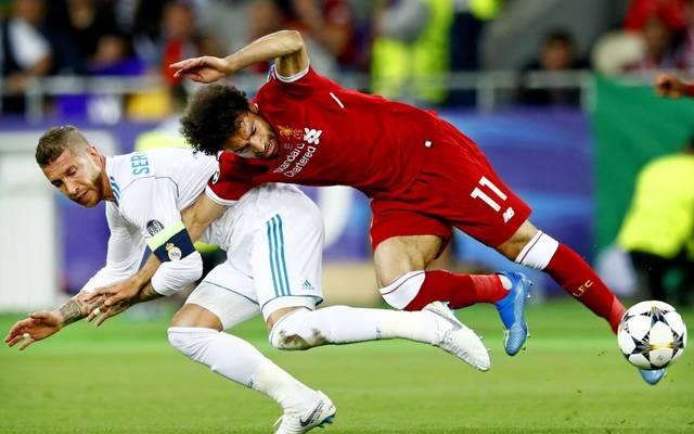 Dieser folgenschwere Zweikampf mit Sergio Ramos (l.) kostete Mo Salah die weitere Teilnahme am Champions-League-Finale 2018