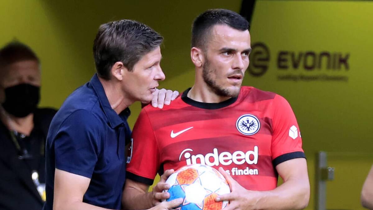 Filip Kostic (r.) muss sich das Vertrauen von Trainer Oliver Glaser neu erarbeiten