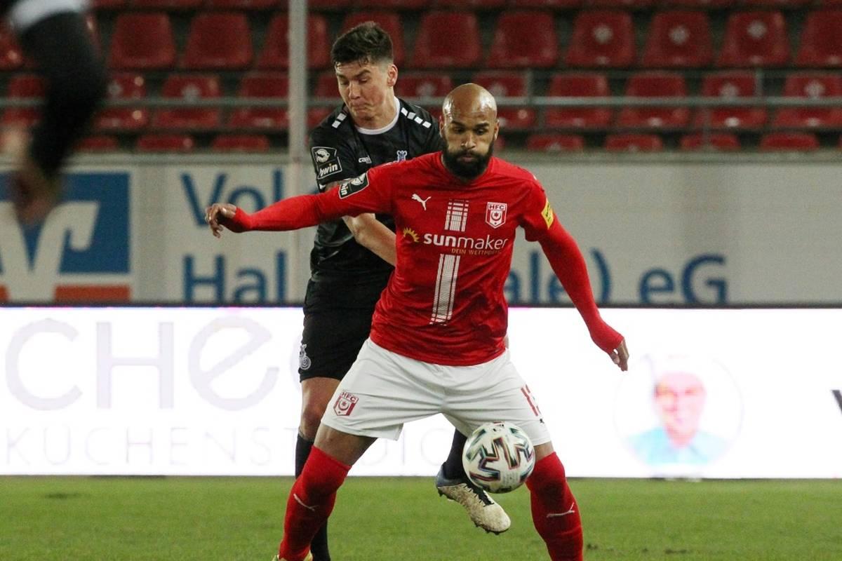 Der 1. FC Magdeburg könnte in der 3. Liga von der Tabellenspitze bis auf Rang vier abrutschen nach einer Niederlage im Derby beim Halleschen FC.