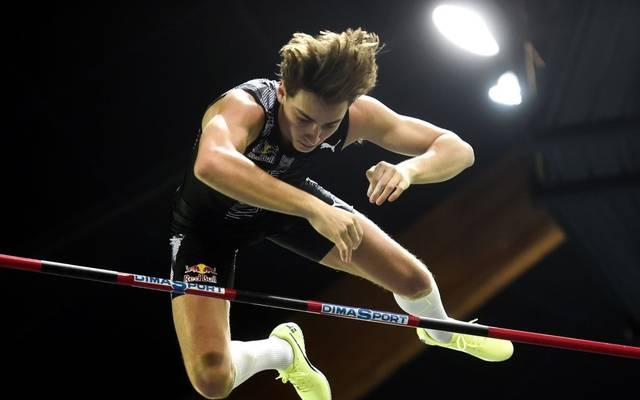 Armand Duplantis schwebt wieder einmal über die sechs Meter hinweg
