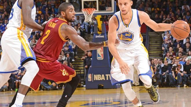 Steph Curry (r.) spielt seit 2009 in der NBA