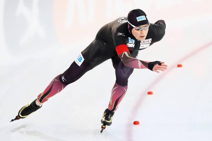 Silber über 5000 Meter - und das elf Tage vor ihrem 45. Geburtstag. Claudia Pechstein ist damit die älteste WM-Medaillengewinnerin der Eisschnelllauf-Geschichte. Bei ihrer 17. WM-Teilnahme holte die Berlinerin bereits die 61. Medaille bei internationalen Wettkämpfen. Und ein Ende ist nicht in Sicht